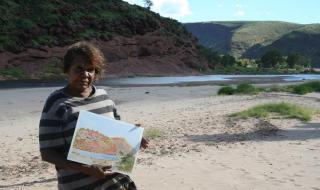 lenie_namatjira_painting_at_finke_river